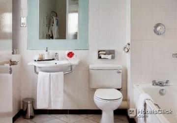 Radisson blu hotel dublin airport dublin ireland book for Bathroom zones ireland