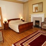 Hotel 15 MERCHISTON GARDENS: