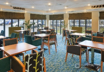 Hotel holiday inn express liverpool knowsley liverpool for Furniture 66 long lane liverpool