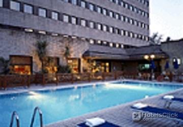 Hotel novotel milano nord ca 39 granda milano italia for Piscina suzzani